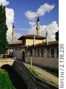 Купить «Ханский дворец - бывшая резиденция крымских ханов. Крым. Бахчисарай», фото № 2138230, снято 27 июня 2019 г. (c) T&B / Фотобанк Лори
