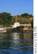 Корабль в бухте на стоянке (2008 год). Редакционное фото, фотограф Мария Васильева / Фотобанк Лори