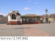 "Купить «Магазин  ""Сувениры"" на площади около храма Христа Спасителя», эксклюзивное фото № 2141842, снято 8 марта 2010 г. (c) Алёшина Оксана / Фотобанк Лори"