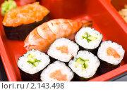 Купить «Роллы с лососем», фото № 2143498, снято 17 ноября 2010 г. (c) Александр Подшивалов / Фотобанк Лори