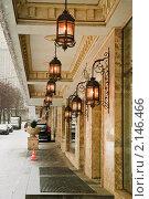 Купить «Фонари. Оформление дома на улице Смоленская. Фрагмент», эксклюзивное фото № 2146466, снято 20 декабря 2009 г. (c) Алёшина Оксана / Фотобанк Лори