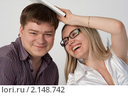 Купить «Молодая пара дурачится», фото № 2148742, снято 20 февраля 2010 г. (c) Рустам Шигапов / Фотобанк Лори