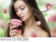 Купить «Портрет девушки с розой», фото № 2150266, снято 21 сентября 2010 г. (c) Константин Юганов / Фотобанк Лори