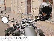 Купить «Мотоцикл BMW (БМВ). Фрагмент», эксклюзивное фото № 2153314, снято 10 августа 2010 г. (c) Алёшина Оксана / Фотобанк Лори