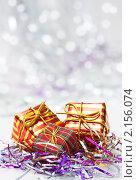 Купить «Новогодний фон с елочными игрушками», фото № 2156074, снято 22 ноября 2010 г. (c) Екатерина Тарасенкова / Фотобанк Лори