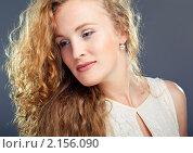 Купить «Портрет блондинки на сером фоне», фото № 2156090, снято 9 июня 2010 г. (c) Podvysotskiy Roman / Фотобанк Лори