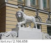 Купить «Лев у входа в Русский музей в Санкт-Петербурге», фото № 2166658, снято 12 июня 2006 г. (c) Елена Морозова / Фотобанк Лори