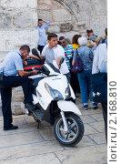 Купить «Израиль.Вифлеем.Полицейский пост перед входом в базилику Рождества Христова», фото № 2168810, снято 16 октября 2010 г. (c) Зобков Георгий / Фотобанк Лори