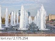 Каскад фонтанов в парке Победы. Редакционное фото, фотограф Виталий Калугин / Фотобанк Лори