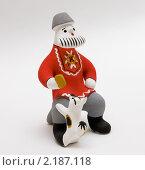 Каргопольская глиняная игрушка. Мужичок с собачкой (2010 год). Редакционное фото, фотограф Румянцева Наталия / Фотобанк Лори