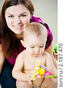 Купить «Счастливая мать с малышом», фото № 2187470, снято 16 ноября 2010 г. (c) Вероника Галкина / Фотобанк Лори