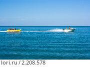 Люди отдыхают и катаются на банане на море (2010 год). Редакционное фото, фотограф Алексей Волхонский / Фотобанк Лори