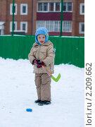 Мальчик играет в хоккей (2010 год). Редакционное фото, фотограф Евгений Кузьмин / Фотобанк Лори