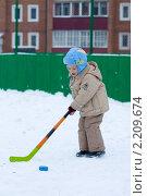Мальчик играет в хоккей. Стоковое фото, фотограф Евгений Кузьмин / Фотобанк Лори
