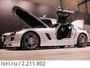 Автомобиль  Mersedes  SL300 вид сбоку (2010 год). Редакционное фото, фотограф Василий Шульга / Фотобанк Лори
