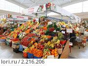 Купить «Москва, Черёмушкинский рынок», эксклюзивное фото № 2216206, снято 11 декабря 2010 г. (c) Дмитрий Неумоин / Фотобанк Лори