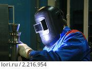 Купить «Сварщик за работой», фото № 2216954, снято 13 декабря 2010 г. (c) Александр Мишкин / Фотобанк Лори