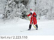 Дед Мороз на лыжах (2010 год). Редакционное фото, фотограф Сергей Цепек / Фотобанк Лори