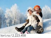 Купить «Мама с взрослой дочерью едут на санках с горки», фото № 2223458, снято 16 января 2010 г. (c) Andrejs Pidjass / Фотобанк Лори