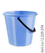 Купить «Синее пластиковое ведро с ручкой для повседневной домашней уборки», фото № 2229374, снято 9 декабря 2010 г. (c) Илья Андриянов / Фотобанк Лори
