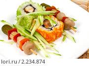 """Купить «Суши ( роллы урамаки """"Калифорния"""" ), японская кухня», фото № 2234874, снято 21 октября 2009 г. (c) ElenArt / Фотобанк Лори"""