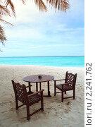 Стол и стулья на пляже. Стоковое фото, фотограф Иван Демьянов / Фотобанк Лори