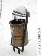 Купить «Урна», фото № 2248634, снято 26 декабря 2010 г. (c) Parmenov Pavel / Фотобанк Лори