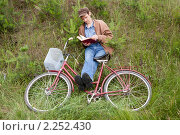 Купить «Увлекательное чтение», фото № 2252430, снято 18 июня 2010 г. (c) Александр Романов / Фотобанк Лори
