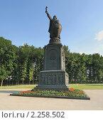 Купить «Памятник князю Владимиру. Белгород», фото № 2258502, снято 22 июля 2008 г. (c) Denis Kh. / Фотобанк Лори