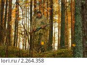 Купить «Охотник в маскировочном костюме», фото № 2264358, снято 9 октября 2010 г. (c) макаров виктор / Фотобанк Лори