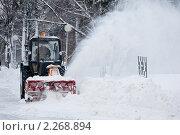 Купить «Уборка снега», фото № 2268894, снято 3 июня 2020 г. (c) Igor Lijashkov / Фотобанк Лори