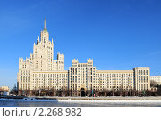 Купить «Высотное здание на Котельнической набережной», эксклюзивное фото № 2268982, снято 7 января 2011 г. (c) Юрий Морозов / Фотобанк Лори