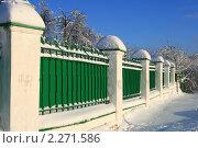 Купить «Ограда в шапках снега», эксклюзивное фото № 2271586, снято 5 января 2011 г. (c) Щеголева Ольга / Фотобанк Лори
