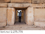 Купить «Вход в неолитический храм Хагар Ким», фото № 2275770, снято 19 декабря 2010 г. (c) Яков Филимонов / Фотобанк Лори