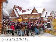 Купить «Зрители новогоднего представления в Усадьбе Деда Мороза», фото № 2276118, снято 9 января 2011 г. (c) Елена Ильина / Фотобанк Лори
