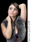Девушка с мехом на плечах, фото № 2277278, снято 30 июля 2009 г. (c) Сергей Сухоруков / Фотобанк Лори