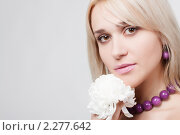Блондинка с цветком. Стоковое фото, фотограф SvetlanaPanteleeva / Фотобанк Лори