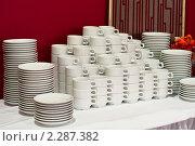 Стопка чайных чашек с блюдцами для кофе-брейка. Стоковое фото, фотограф Кекяляйнен Андрей / Фотобанк Лори