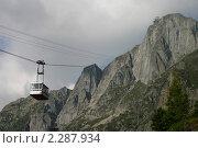 Купить «Французские Альпы. Подъемник на фоне горного пейзажа», фото № 2287934, снято 7 сентября 2008 г. (c) Gagara / Фотобанк Лори