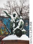 Купить «Памятник Минину и Пожарскому на Красной площади в Москве около Собора Василия Блаженного», эксклюзивное фото № 2295058, снято 23 января 2011 г. (c) lana1501 / Фотобанк Лори