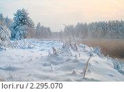 Сугробы на берегу озера. Стоковое фото, фотограф Кекяляйнен Андрей / Фотобанк Лори