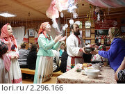 Купить «Русский традиционный обычай обнесения братиной на Рождество», эксклюзивное фото № 2296166, снято 7 января 2011 г. (c) Екатерина Федосова / Фотобанк Лори