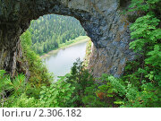 """Купить «Природная арка """"Царские ворота"""" в Горной Шории», фото № 2306182, снято 10 июля 2010 г. (c) Olivas / Фотобанк Лори"""