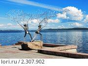 Купить «Рыбаки с сетью - скульптура на набережной Онежского озера в Петрозаводске», фото № 2307902, снято 17 июня 2006 г. (c) Михаил Марковский / Фотобанк Лори