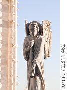 Купить «Скульптура ангела на крыше собора  Нотр дам де Пари (Notre dame de Paris). Франция.», фото № 2311462, снято 21 октября 2010 г. (c) Николай Коржов / Фотобанк Лори