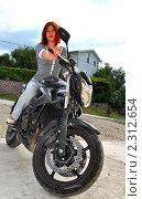 Купить «Девушка на мотоцикле», фото № 2312654, снято 4 октября 2010 г. (c) Шейнина Ольга / Фотобанк Лори