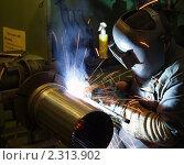 Купить «Сварщик за работой в цехе», фото № 2313902, снято 9 сентября 2010 г. (c) Ольга Вьюшкова / Фотобанк Лори