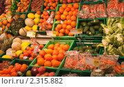Овощная витрина  в магазине (2011 год). Редакционное фото, фотограф Николай Коржов / Фотобанк Лори