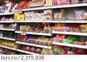 Полки продуктового магазина (2011 год). Редакционное фото, фотограф Николай Коржов / Фотобанк Лори