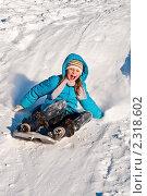 Купить «Девочка едет зимой по снежной горке на ледянке», эксклюзивное фото № 2318602, снято 7 января 2011 г. (c) Игорь Низов / Фотобанк Лори